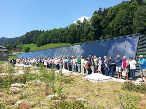 Bürgersol Menschenkette vor Solaranlage