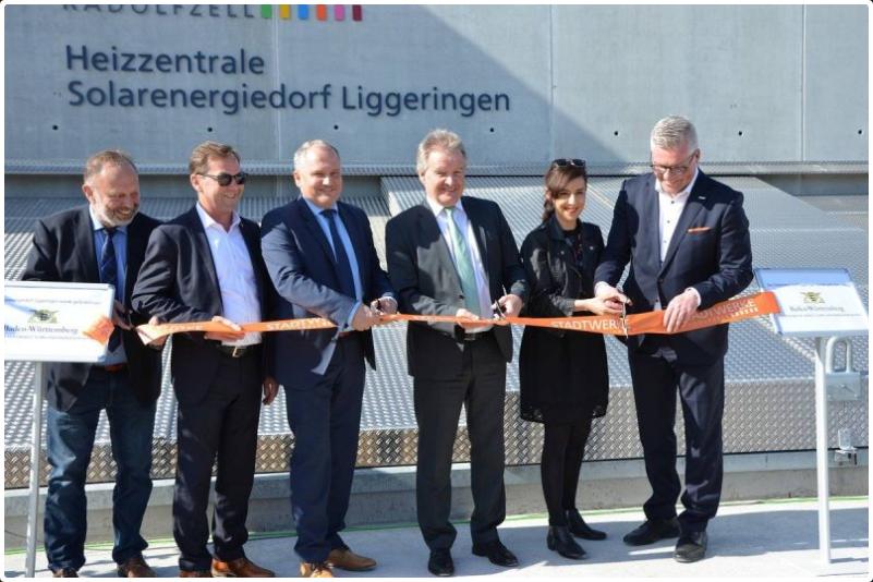 Solarenergiedorf Liggeringen Eröffnung Personen Band durchschneiden