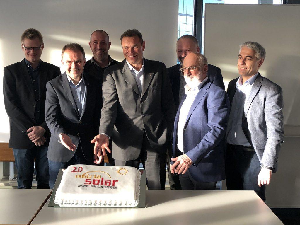 Austria Solar Vorstand mit Jubiläumstorte 20 Jahre