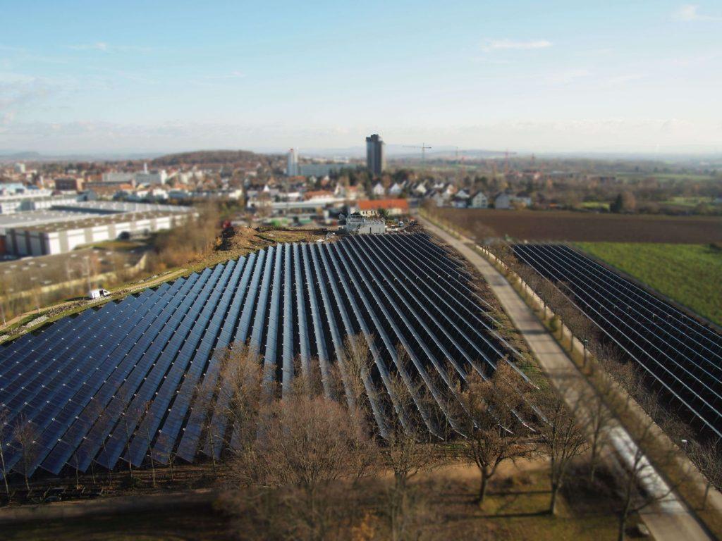 Kollektorfeld der Stadtwerke Ludwigsburg-Kornwestheim für solare Fernwärme