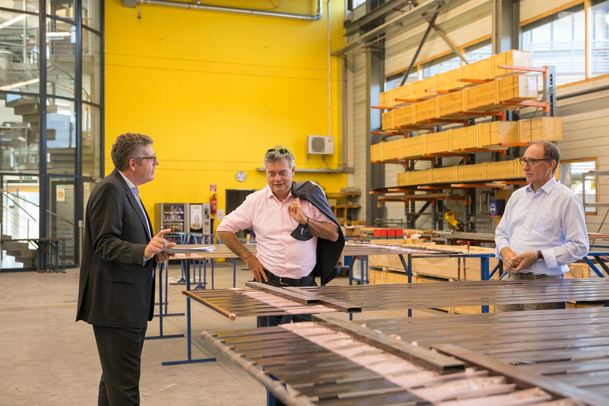 Werner Kogler und Johannes Rauch im Gespräch mit Ernst Bertsch von DOMA Solartechnik